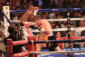 Canelo misses and hits thin air