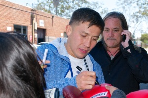 Golovkin signs autographs