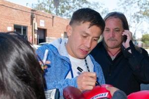 Golovkin signs autographs