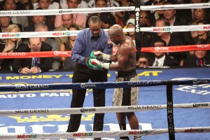 Floyd shows Bayless the glove_a